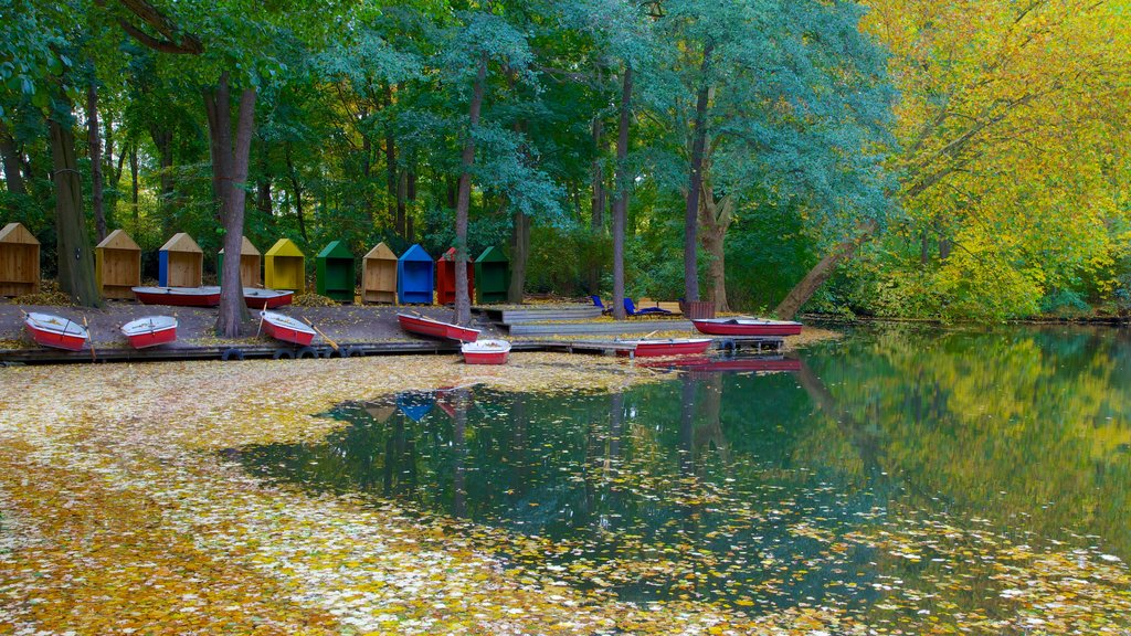 Tiergarten Soviet War Memorial showing a garden, kayaking or canoeing and autumn leaves