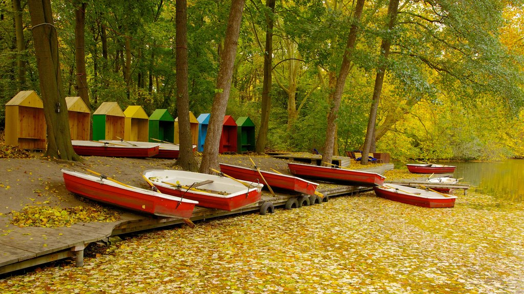 Tiergarten Soviet War Memorial showing autumn leaves, kayaking or canoeing and a lake or waterhole