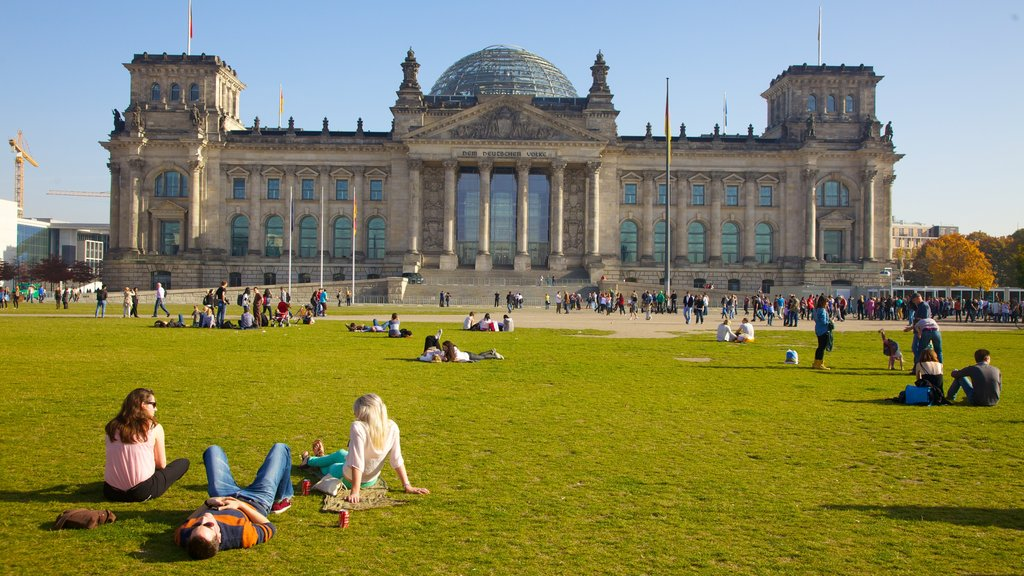 Reichstag Building which includes a city, heritage architecture and an administrative buidling