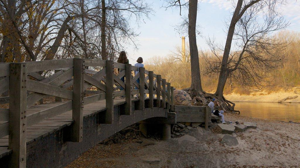 Mineápolis - St. Paul que incluye senderismo o caminata, vistas de paisajes y los colores del otoño