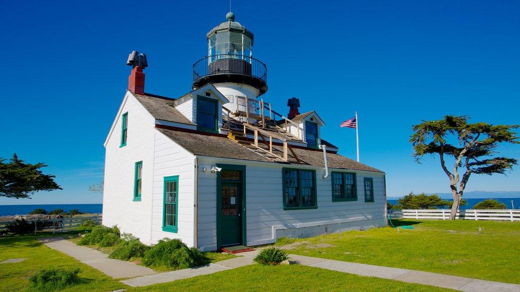 Monterey que incluye vistas generales de la costa y patrimonio de arquitectura