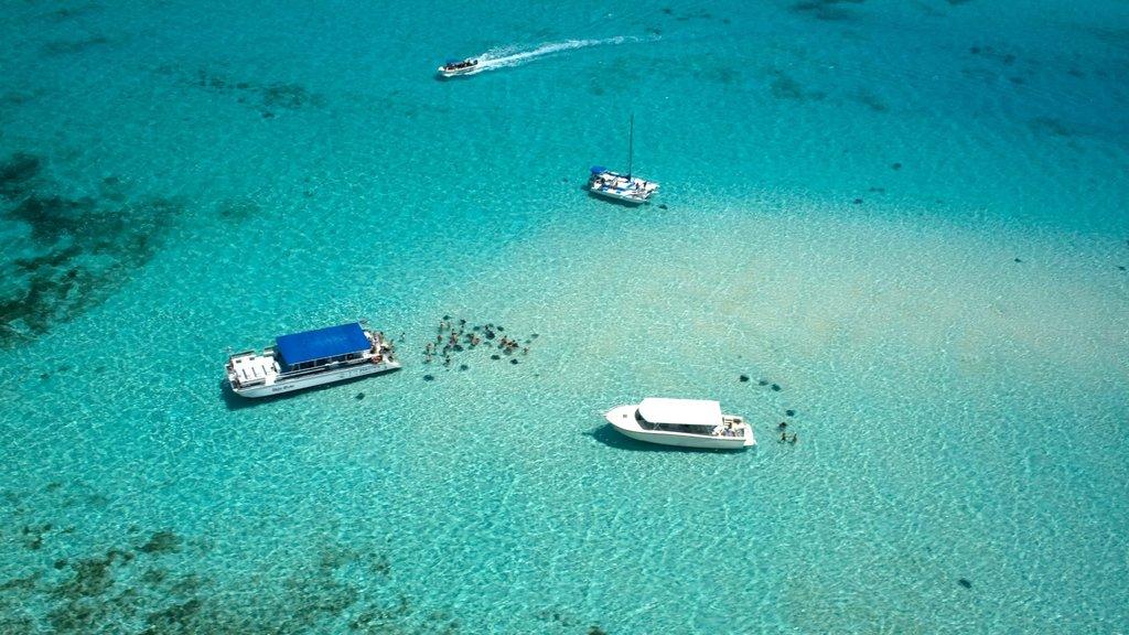 Islas Caimán que incluye paseos en lancha, escenas tropicales y vistas de paisajes