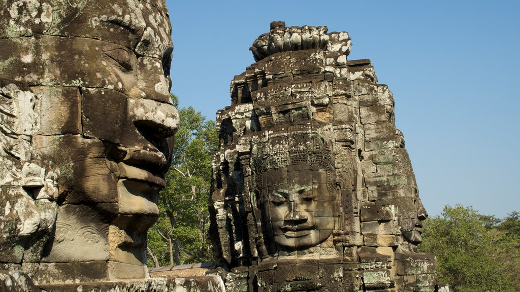 Siem Reap featuring religious elements and a ruin