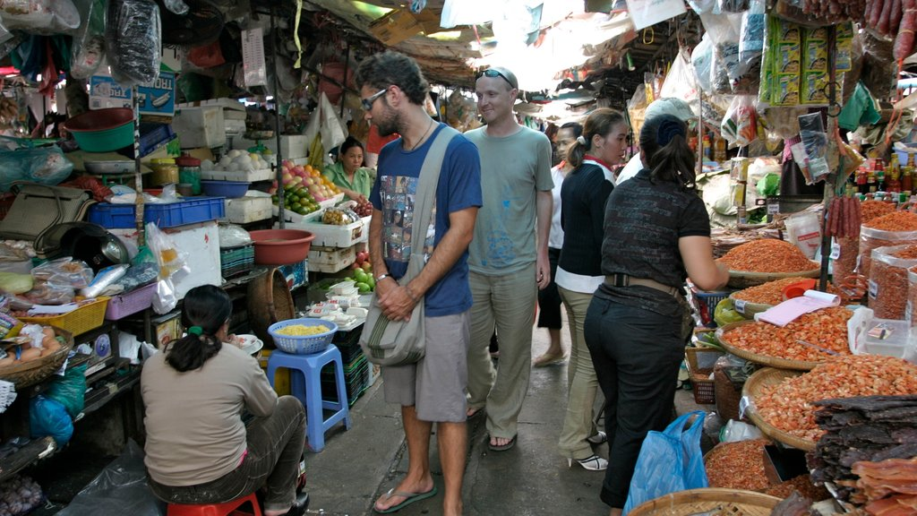 Phnom Penh which includes food, a city and street scenes