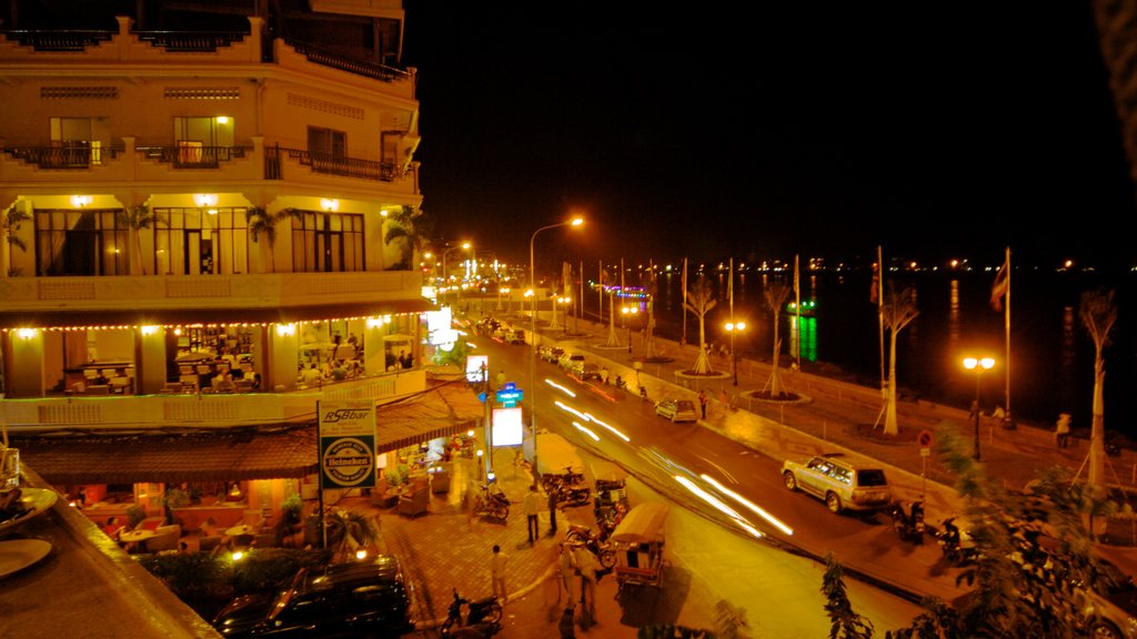Phnom Penh featuring a city, street scenes and night scenes