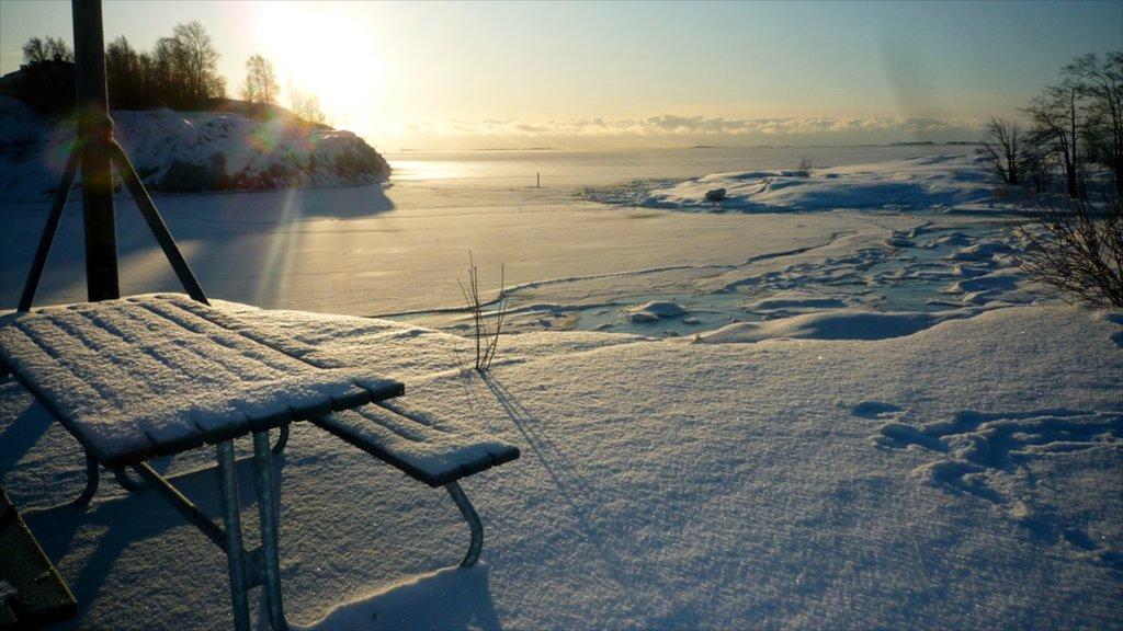 ヘルシンキ フィーチャー 雪 と 夕焼け