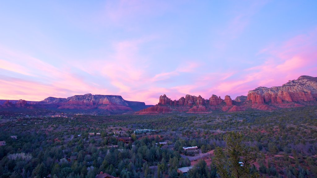 Sedona showing landscape views and mountains