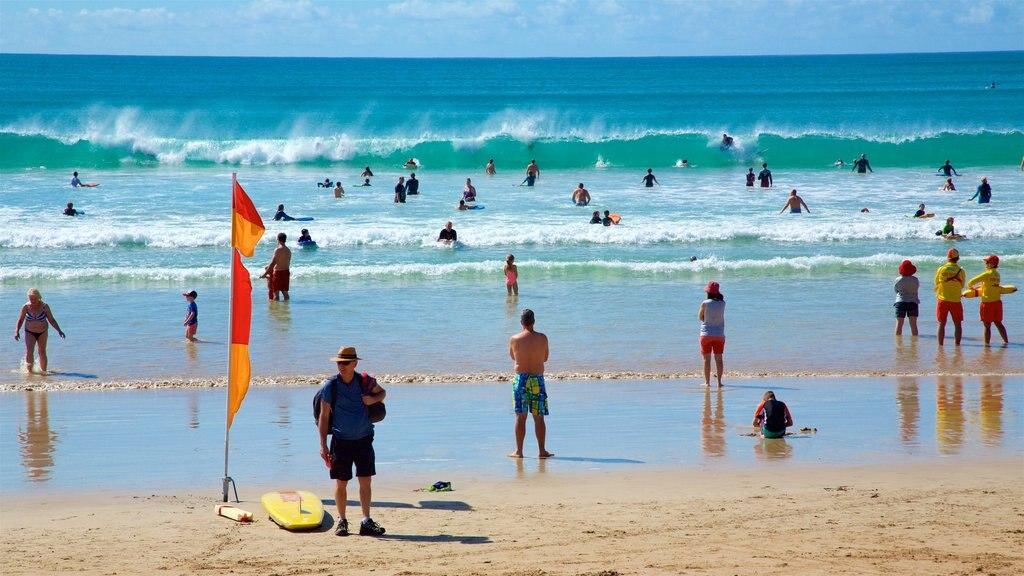 Great Ocean Road ofreciendo una playa, olas y natación