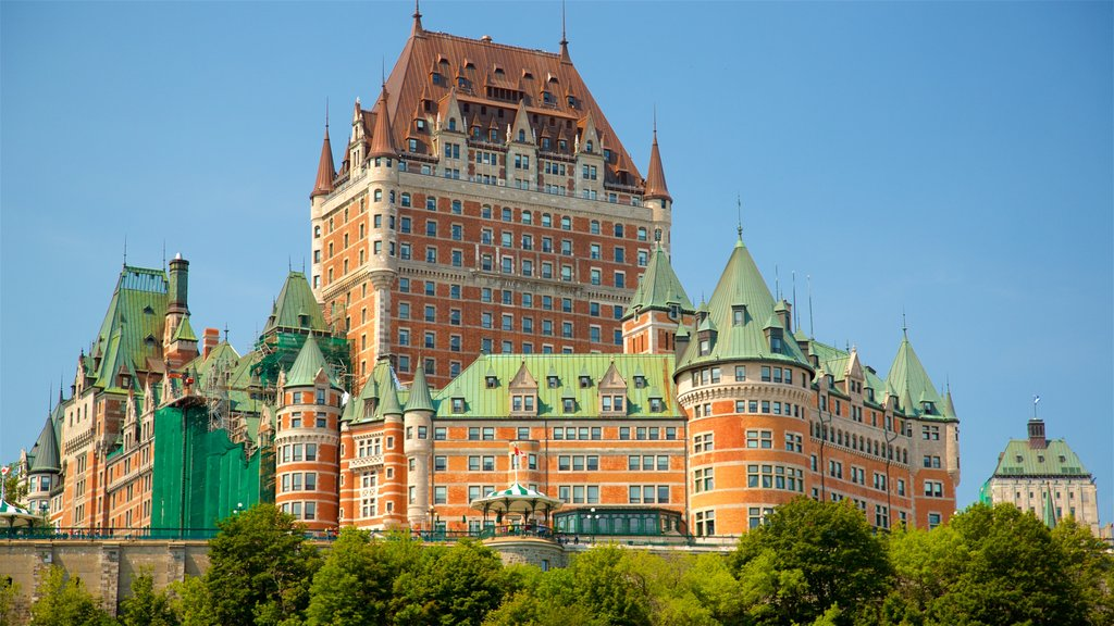 Le Château Frontenac featuring heritage architecture