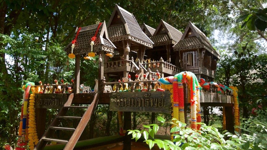 Phuket - Phang Nga showing a playground