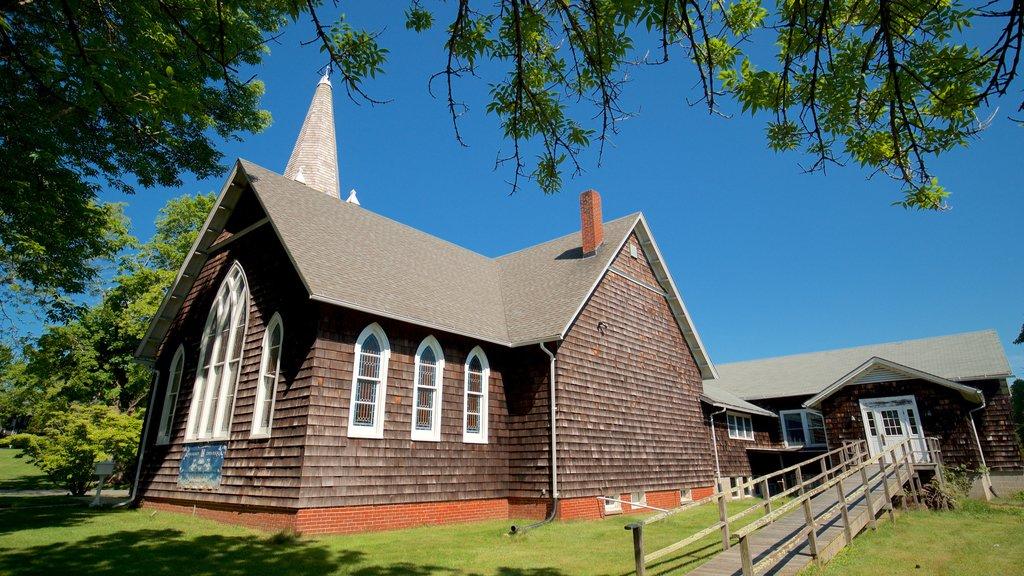 East Hampton que incluye elementos del patrimonio y una iglesia o catedral