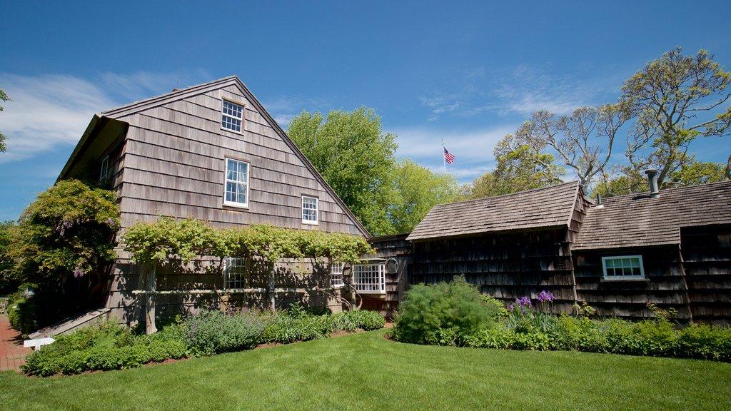 Museo Home Sweet Home que incluye una casa y elementos del patrimonio