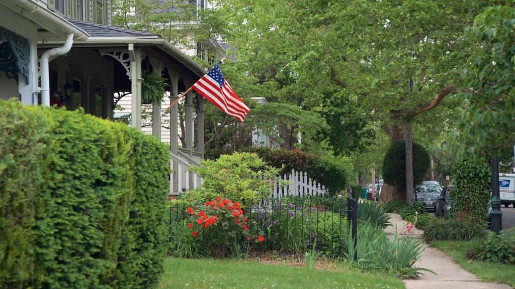 Cape May - Wildwood que incluye flores y una casa