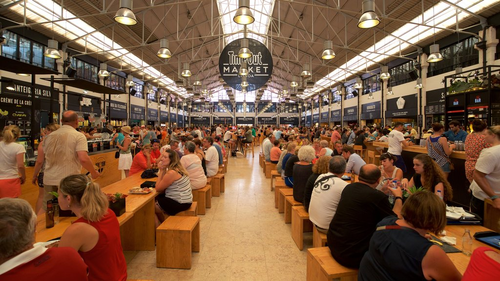 Lisbon District featuring markets and interior views as well as a large group of people