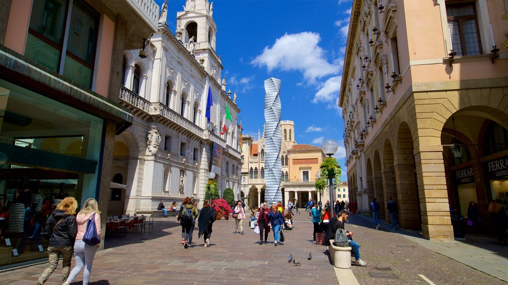 Historic Centre which includes outdoor art, street scenes and a city