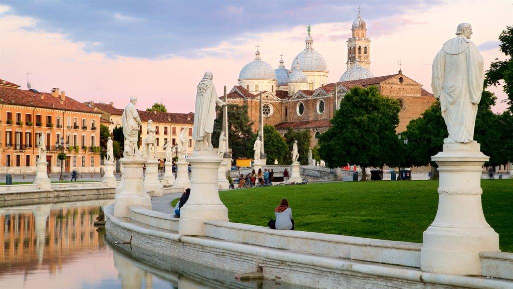Prato della Valle showing heritage architecture, a garden and a river or creek