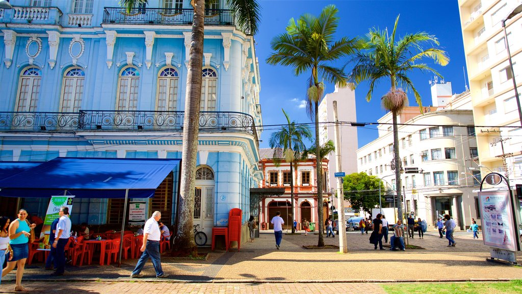 Campinas which includes street scenes and heritage elements as well as a small group of people