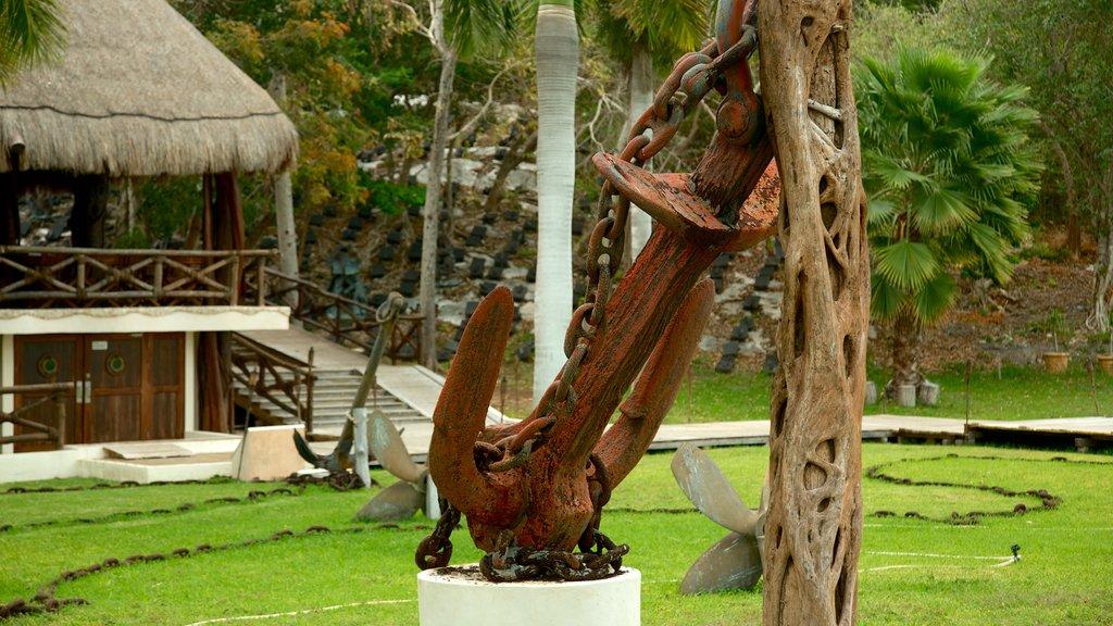 Capitán Dulché Museum showing a garden and outdoor art