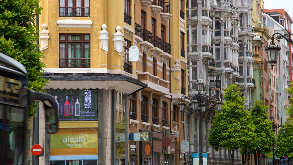 Calle Uria featuring a city and heritage elements