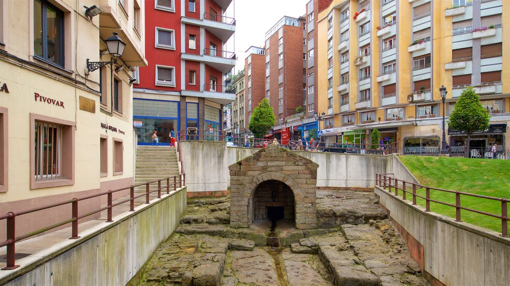 Oviedo showing heritage elements and a city