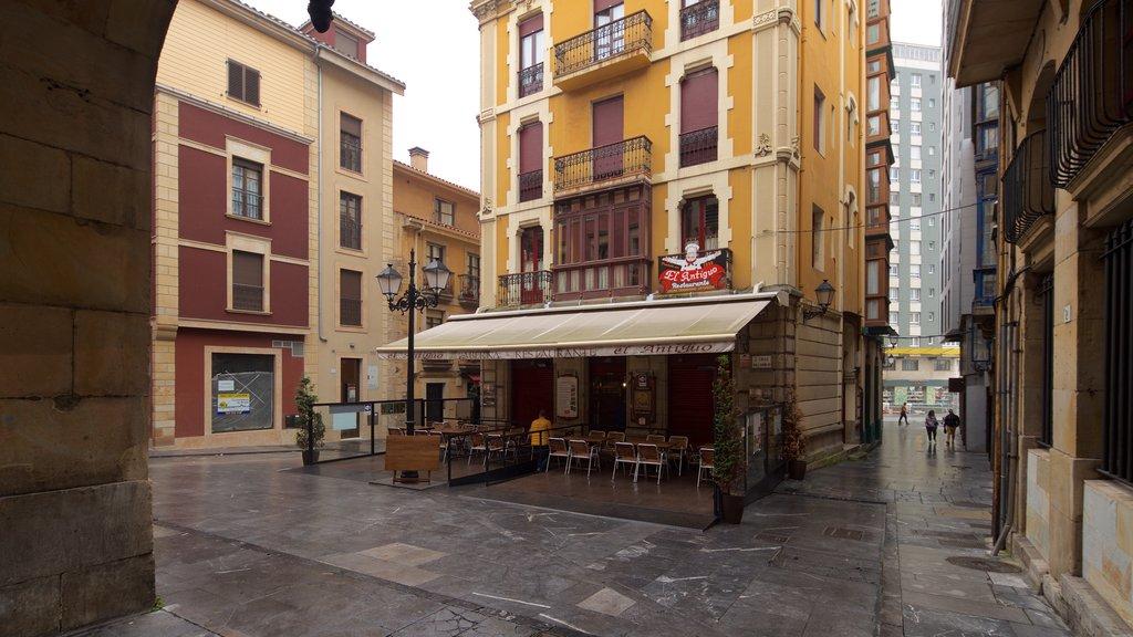 Plaza Mayor showing heritage elements