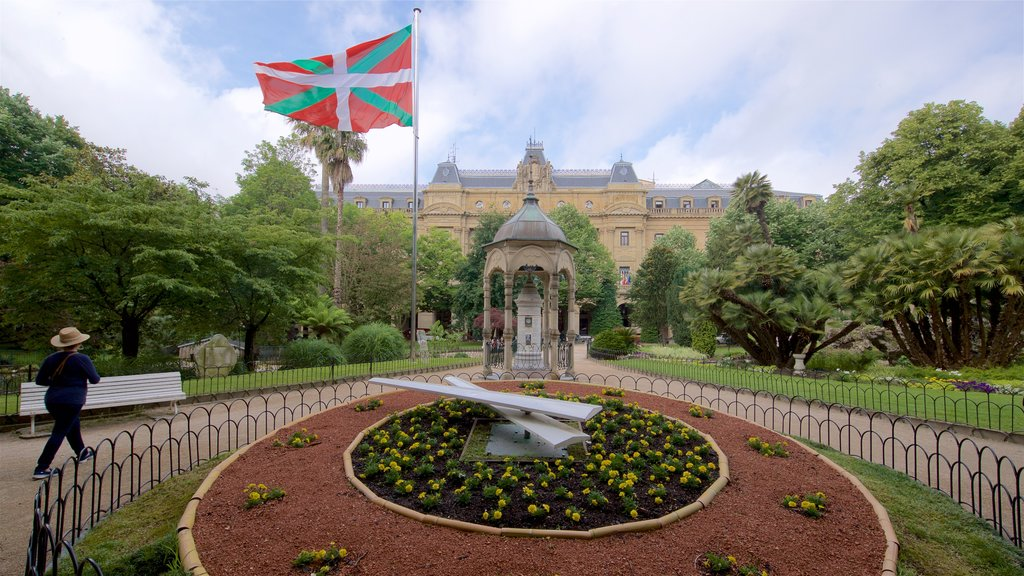 Plaza Gipuzkoa showing heritage elements, a garden and flowers