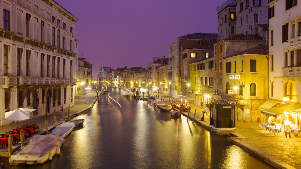 Venice which includes heritage architecture, street scenes and night scenes