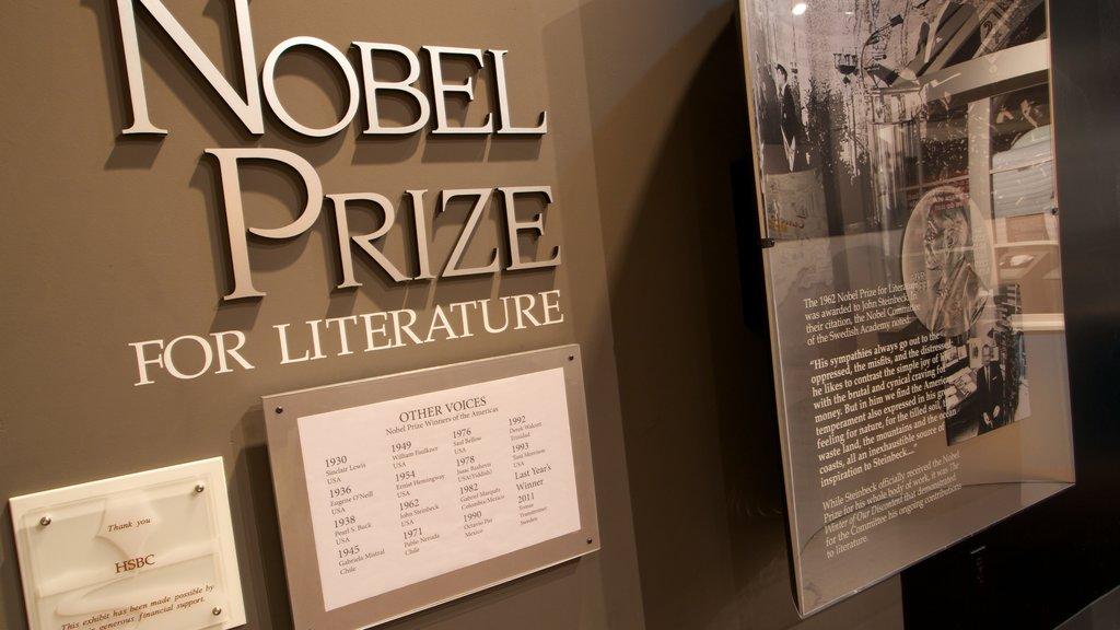 National Steinbeck Center mostrando señalización, un monumento y vistas interiores