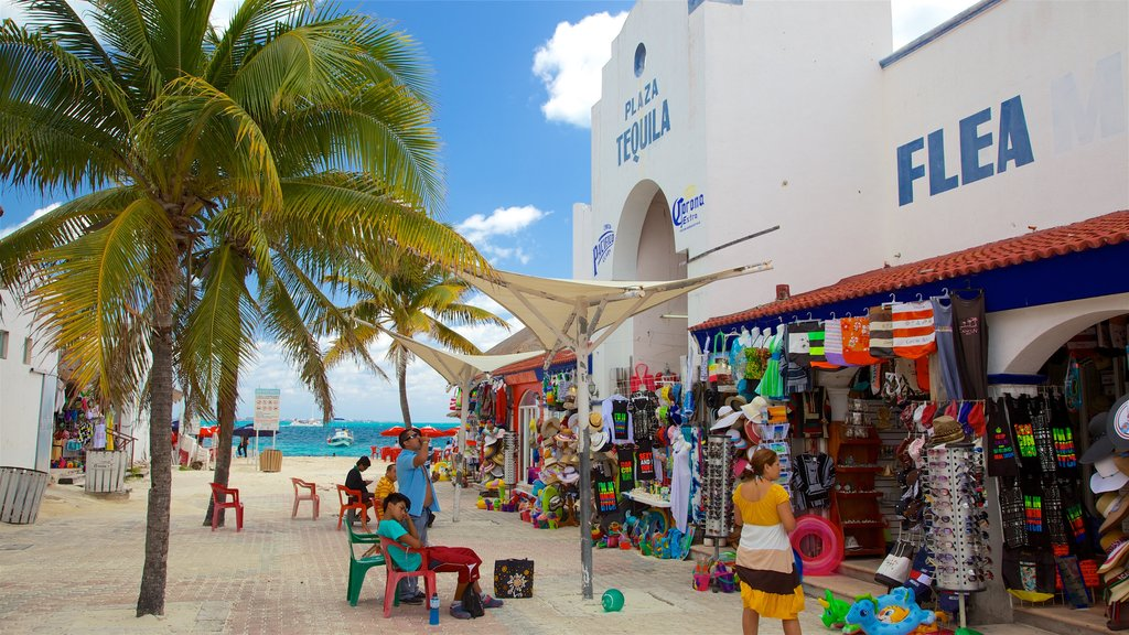 Playa Tortuga which includes markets, a coastal town and signage