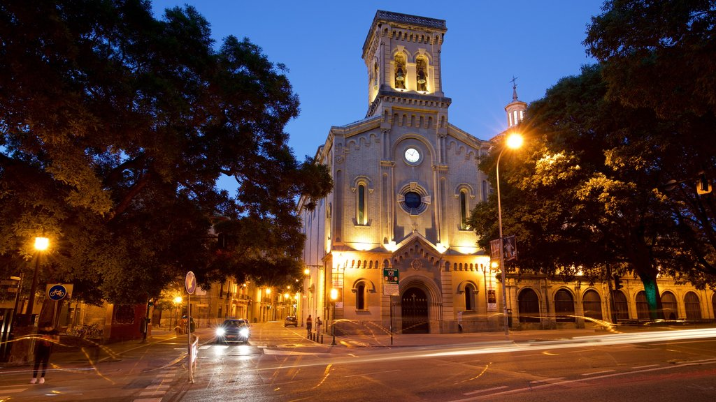 Parroquia San Lorenzo showing night scenes and heritage architecture