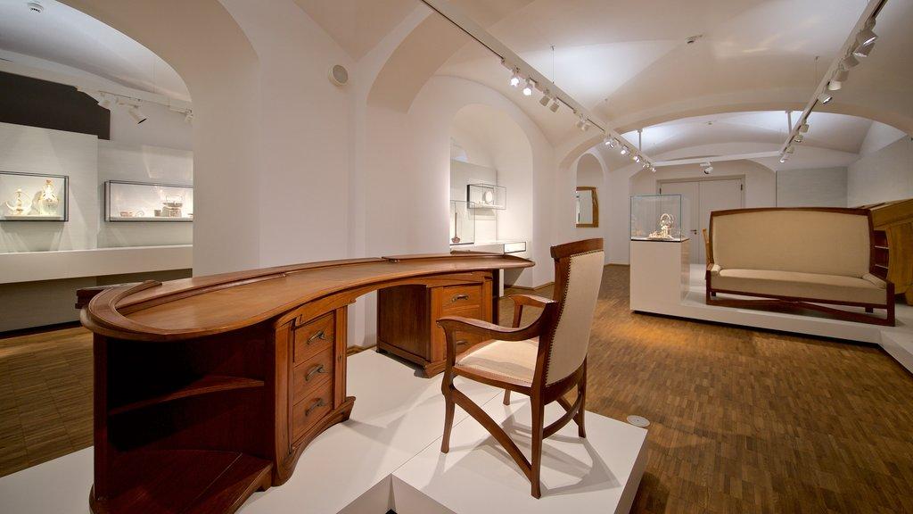 Hessisches Landesmuseum showing interior views