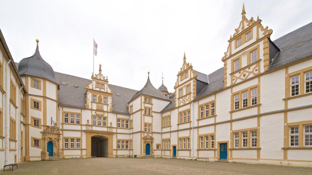 Neuhaus Castle which includes heritage architecture
