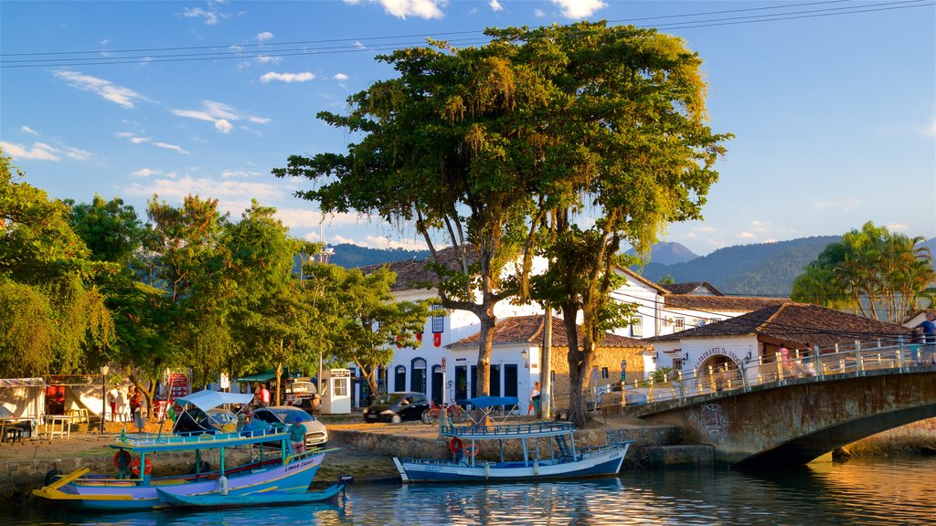 Paraty featuring a small town or village and a river or creek