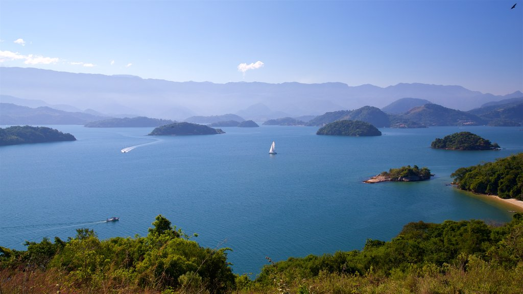 Angra dos Reis showing island images, general coastal views and sailing