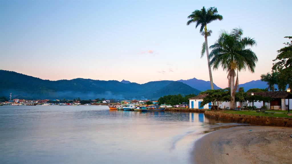 Paraty featuring a coastal town, a sandy beach and a bay or harbor
