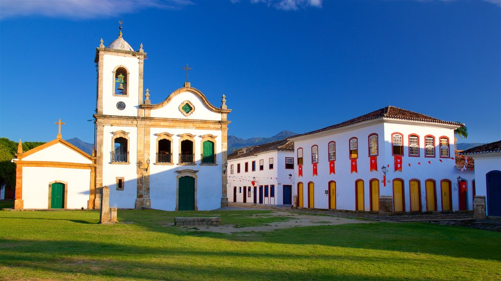 Paraty showing heritage architecture and a church or cathedral
