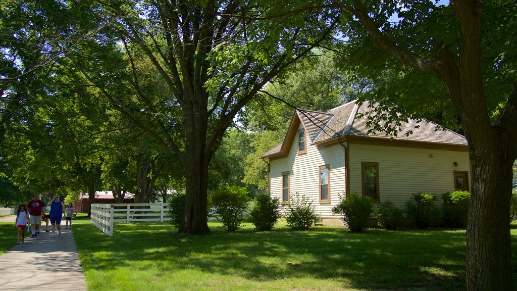 Herbert Hoover National Historic Site showing a park and a house as well as a family