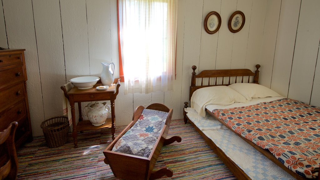 Herbert Hoover National Historic Site showing interior views, heritage elements and a house