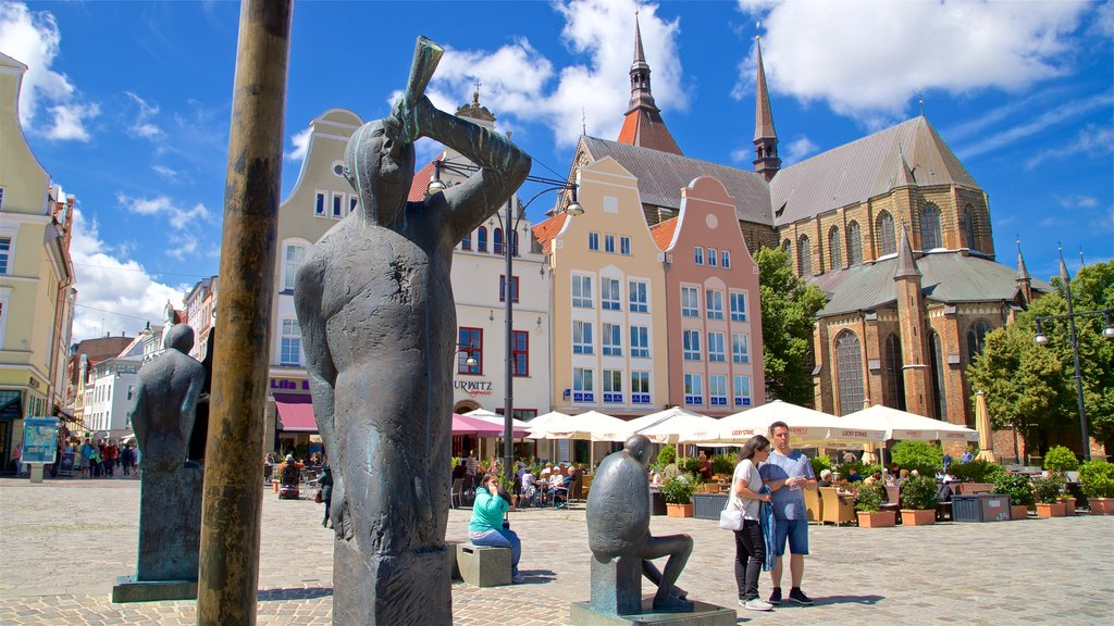 New Market showing a statue or sculpture, street scenes and heritage elements