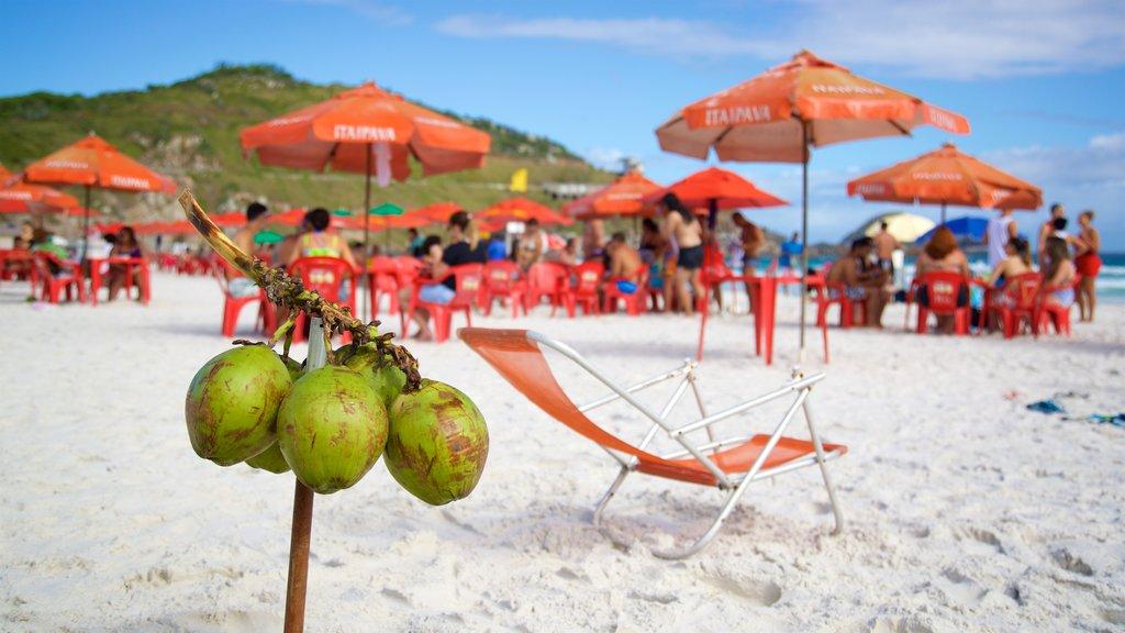 Arraial do Cabo featuring food, a beach and general coastal views