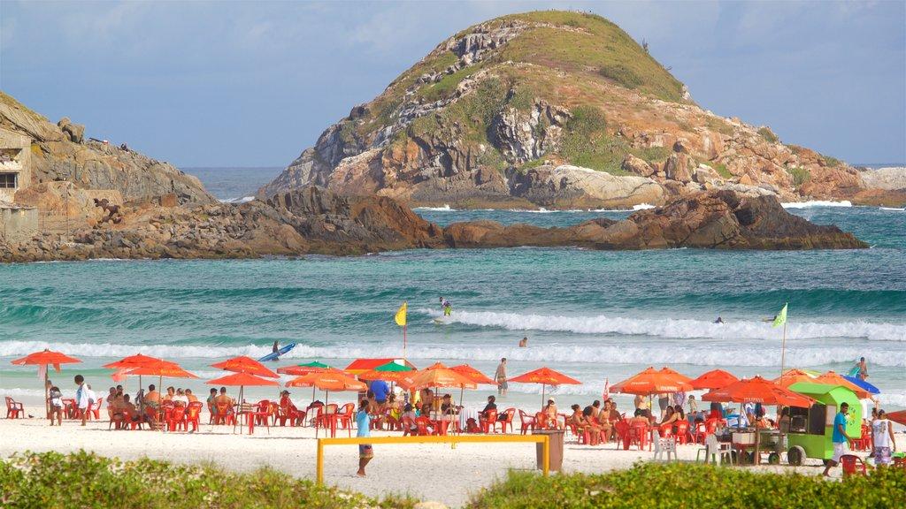 Arraial do Cabo which includes a beach, island views and rocky coastline