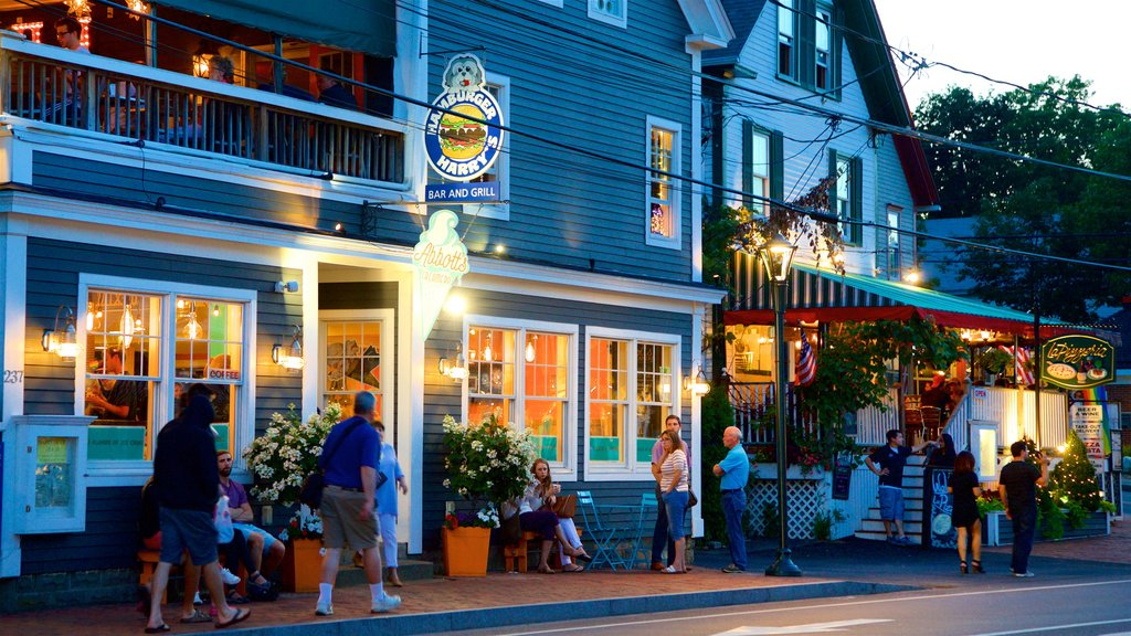 Ogunquit showing street scenes as well as a small group of people