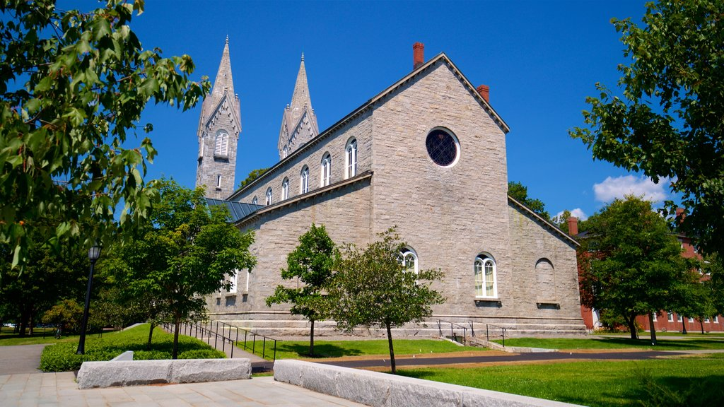 Bowdoin College featuring a church or cathedral and a park