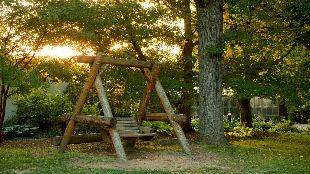 Highland Park featuring a park
