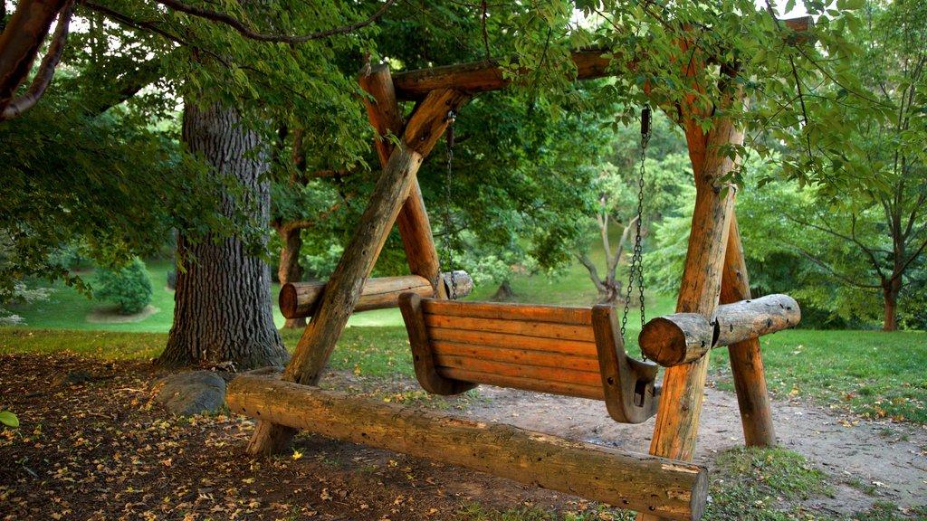 Highland Park showing a garden