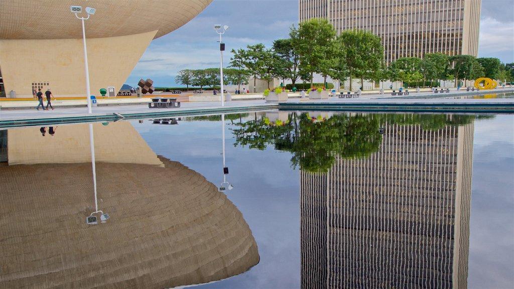 Governor Nelson A. Rockefeller Empire State Plaza mostrando un estanque