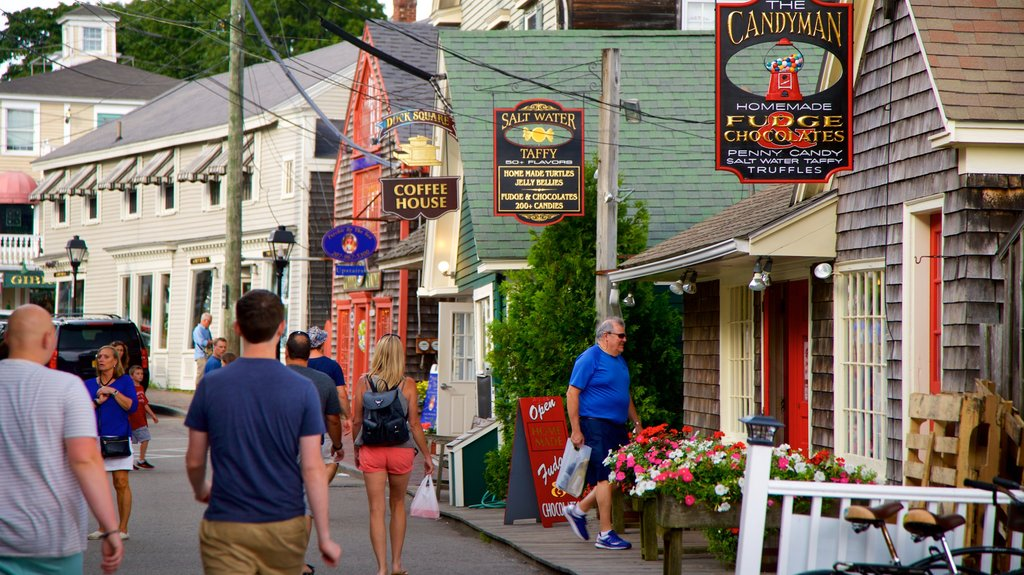 Kennebunkport showing a small town or village and street scenes as well as a small group of people