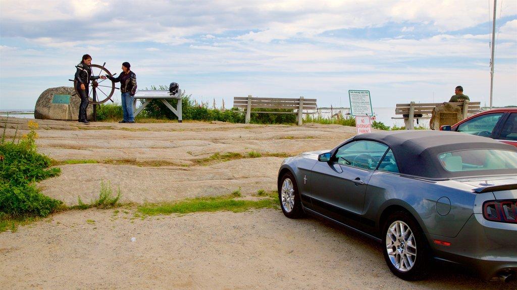 Cape Porpoise mostrando vistas generales de la costa y vistas y también una pareja