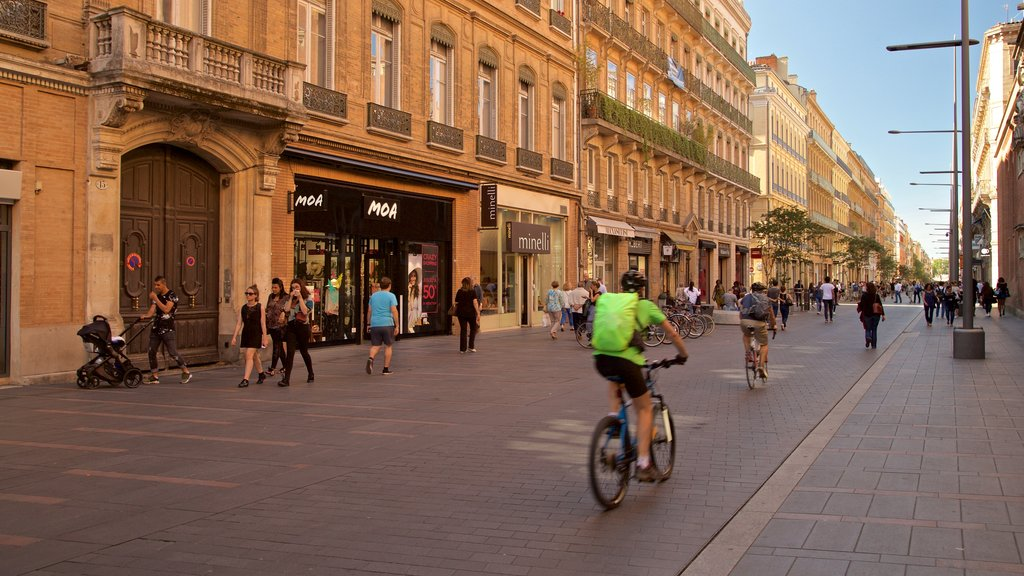 Toulouse showing street scenes, a city and cycling