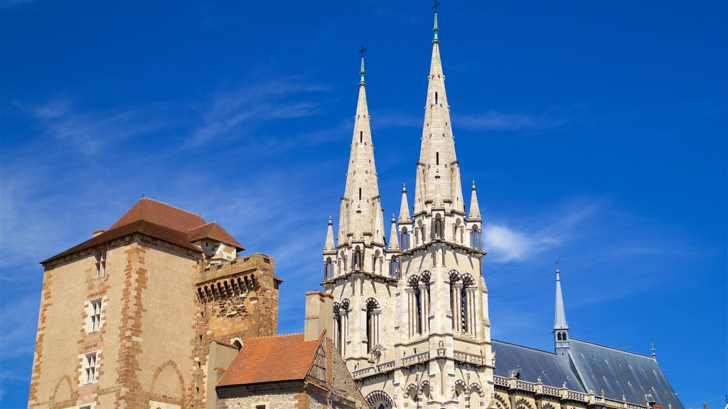 Moulins Cathedral showing heritage architecture and a church or cathedral